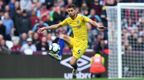 Jorginho nhanh chóng trở thành nhân tố chính trong lối chơi của Chelsea. Ảnh: Reuters.