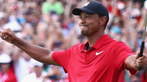 Khoảnh khắc đăng quang đầy cảm xúc của Tiger Woods. Ảnh: Sky.