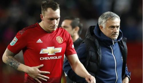 Lịch sử cho thấy Mourinho thường xuyên gặp vấn đề nội bộ ở mùa giải thứ ba tại một đội bóng. Ảnh: PA.