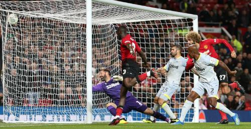 Bàn thắng của Fellaini không giúp Man Utd đi tiếp. Ảnh: AFP.