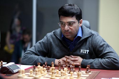 Trận đấu biểu diễn giữa Anand (ảnh) và Shirov tại Sydney 2000 không thu hút được sự chú ý của người xem. Báo chí dường như không ngó ngàng, trong khi biên bản trận đấu cũng không xuất hiện trên các trang dữ liệu cờ vua. Ảnh: SK.