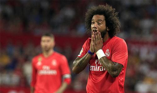 Hàng thủ Real chơi như mơ ngủ trước Sevilla.