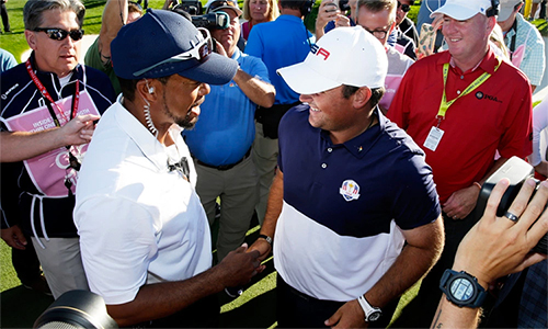 Woods, trong tư cách đội phó, từng giúp Patrick Reed (phải) thắng McIlroy tại Ryder Cup hai năm trước. Ảnh: Golfweek.
