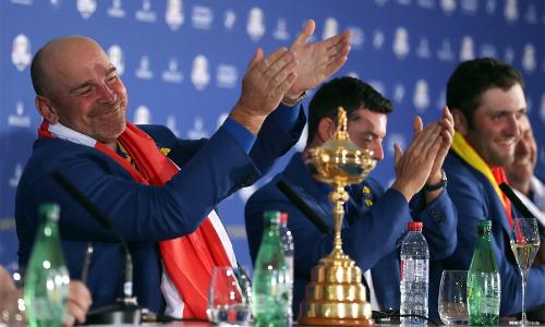 Bjorn kêu gọi các thành viên đội tuyển châu Âucùng xăm với ông trong buổi họp báo sau giải. Ảnh: Golf Channel.