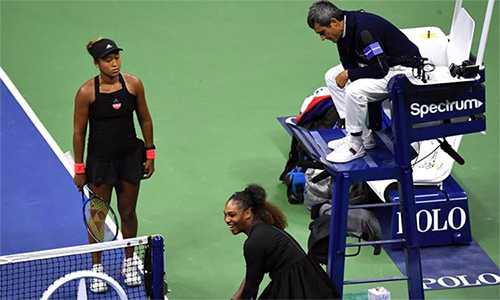 Osaka (trái) bị vạ lây vì cách Serena phản đối trọng tài. Ảnh: ITF.