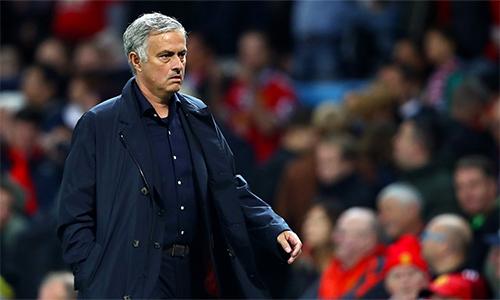 Mourinho đang sống những ngày khó khăn, bão táp ở Man Utd, với nội bộ lục đục và hàng loạt kết quả không như ý. Ảnh: AP.
