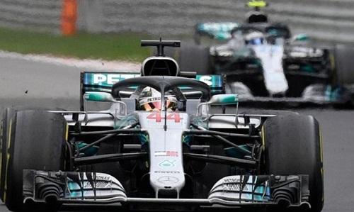 Bottas được chỉ thị nhường vị trí dẫn đầu đoàn đua cho Hamilton tại GP Nga. Ảnh: AFP.
