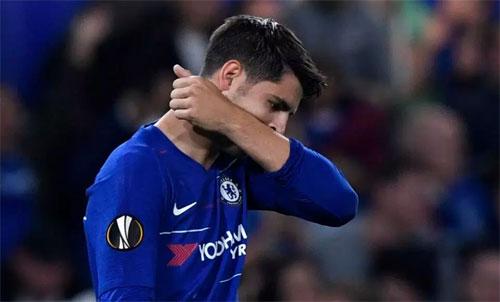 Morata xúc động sau một thời gian không ghi bàn. Ảnh: Reuters