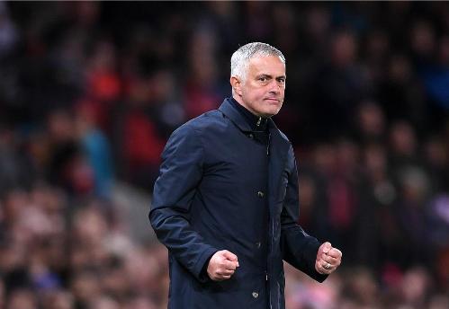 Mourinho thể hiện niềm vui vào cuối trận. Ảnh: PA.