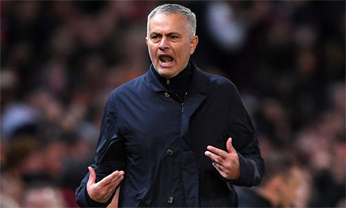 Lần đầu tiên trong lịch sử Ngoại hạng Anh, Man Utd bị dẫn 0-2 trên sân nhà chỉ sau 10 phút đầu. Nhưng Mourinho và các học trò làm nên màn ngược dòng ngoạn mục, để hạ Newcastle 3-2.