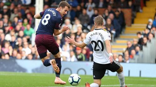 Pha đánh gót nâng tỷ số lên 3-1 của Ramsey trong trận gặp Fulham. Ảnh: Reuters.