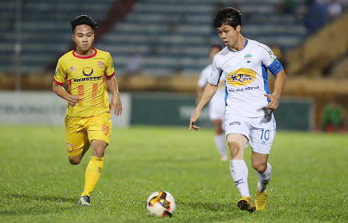 Công Phượng là chân sút nội tốt thứ hai taiju V-League 2018 với 12 bàn thắng.