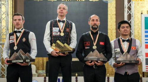 Quốc Nguyện (phải) trở thành cơ thủ Việt Nam thứ hai đoạt huy chương ở giải vô địch thế giới. Ảnh: Kozoom.
