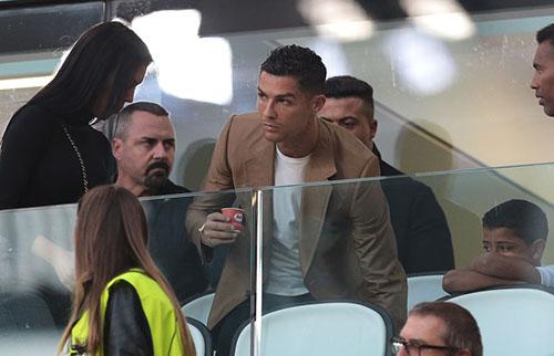 Ronaldo tỏ ra lo lắng kể từ khi cáo buộc hiếp dâm của Kathryn được phát tán. Ảnh: Reuters.