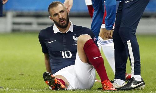 Benzema là kẻ ngoài lề trong giai đoạn thành công của tuyển Pháp những năm gần đây. Ảnh: Reuters.