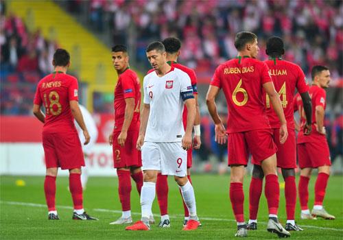 Lewandowski không thể vượt qua hàng thủ Bồ Đào Nha.