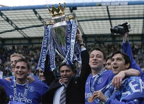 Nhờ Mourinho khích lệ, Terry và nhiều đồng đội Chelsea tiến bộ vượt bậc, chơi thứ bóng đá ở đẳng cấp cao nhất.