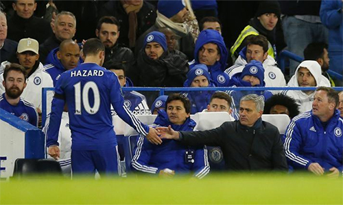 Hazard từng bị cho là thuộc nhóm cừu đen, chống lại Mourinho mùa 2015-2016. Ảnh: Reuters.