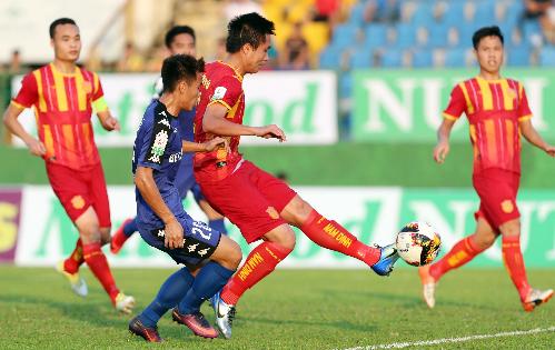 Đinh Viết Tú là chốt chặn chắc chắn nơi hành lang cánh trái của CLB Nam Định trong mùa giải vừa qua. Ảnh: Đức Đồng.
