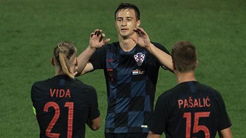 Mitrovic (giữa) nâng tỷ số lên 2-0 cho Croatia. Ảnh: HNS.
