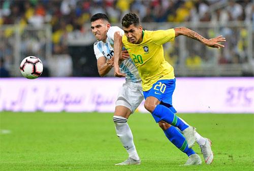 Brazil chơi tốt hơn hẳn. Ảnh: Reuters