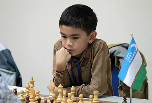 Sindarov được phong danh hiệu cao nhất làng cờ khi chưa bước sang độ tuổi teen. Ảnh: Scacchierando.