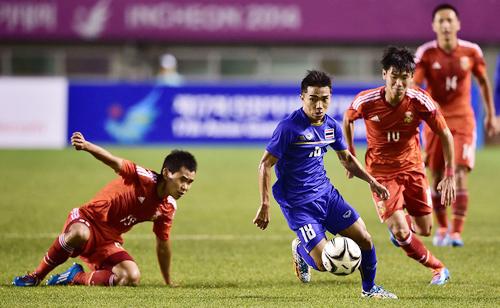 Messi Thái Lan Chanathip Songkrasin không dự AFF Cup do bận đá cho CLB Sapporo của Nhật Bản.