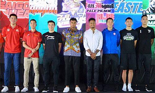 Các cầu thủ đại diện của 10 đội bóng dự ABL mùa tới. Sang Đinh (Saigon Heat) đứng thứ hai từ trái sang. Ảnh: ABL.