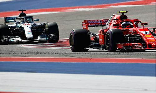 Hamilton đã có lúc tiến rất gần tới Vettel, nhưng vẫn không thể làm nên đột biến. Ảnh: F1.