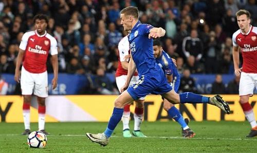 Vardy ghi 3 bàn vào lưới Arsenal trong hai lần chạm trán tại Ngoại hạng Anh mùa trước. Ảnh: Reuters.
