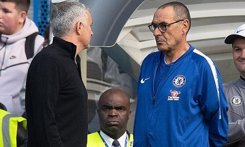 Sarri cho rằng Mourinho đáng được tôn trọng với những đóng góp cho Chelsea. Ảnh: PA.
