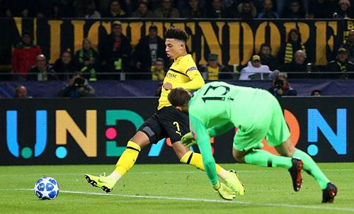 Atletico thua bốn bàn không gỡ trên sân Dortmund