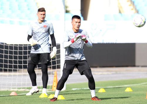 Bùi Tiến Dũng và Đặng Văn Lâm là hai thủ môn xuất sắc của bóng đá Việt Nam ở thời điểm hiện tại,