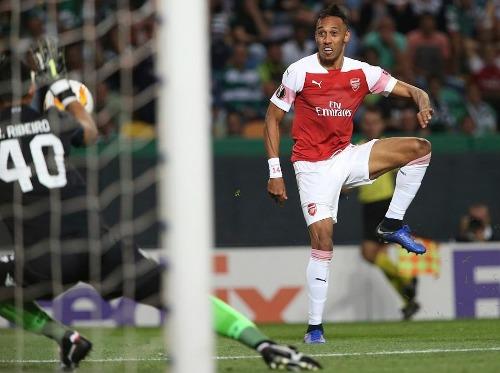 Arsenal giành chiến thắng thứ 11 liên tiếp - 3