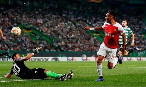 Hai cơ hội liên tiếp dành cho Aubameyang đầu hiệp hai. Nhưng cả hai lần anh đều không đánh bại được thủ thành Ribeiro.