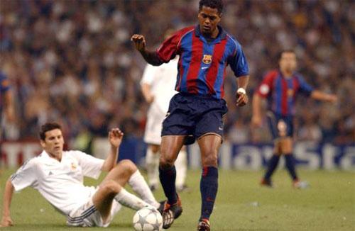 Kluivert ghi được 122 bàn trong sáu mùa chơi cho Barca.