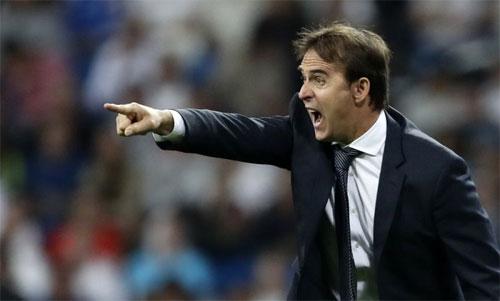 Lopetegui có nguy cơ bị sa thải nếu thua Barca. Ảnh: Reuters