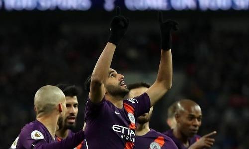 Tiền vệ người Algeria dành tặng bàn thắng cho ông chủ Leicester Vichai Srivaddhanaprabha. Ảnh: AFP.