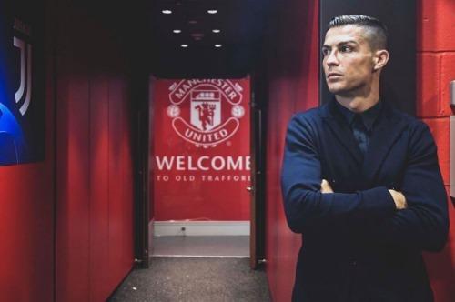 Bức ảnh Ronaldo quay lại Old Trafford được 8,8 triệu lượt thích trên Instagram. Ảnh: Instagram Ronaldo.