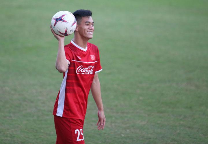 Tiến Linh vừa có mùa giải thành công khi cùng Bình Dương cán đích ở vị trí thứ bảy tại V-League và đoạt Cup Quốc gia. Ảnh: Lâm Thỏa