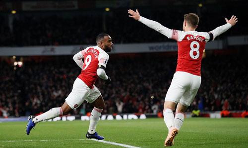 Lacazette giành lại một điểm cho Arsenal. Ảnh: Reuters.