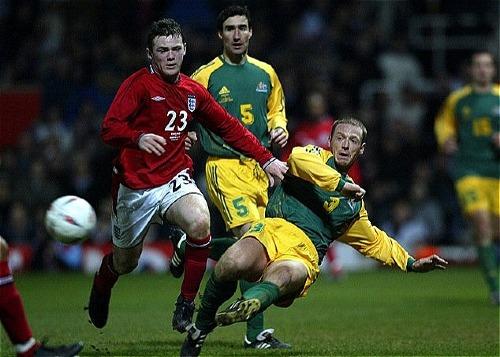 Rooney ra mắt tuyển Anh trong trận giao hữu với Australia tại sân Upton Park ngày 12/2/2003. Ảnh: PA.