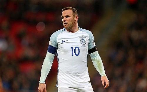 Rooney đeo băng đội trưởng tuyển Anh tại Euro 2016. Ảnh: AFP.