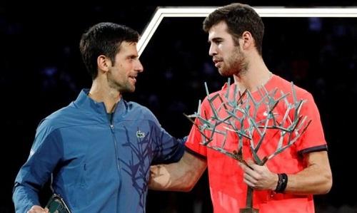 Khachanov có danh hiệu Masters 1000 đầu tiên khi vượt qua Djokovic. Ảnh: Reuters.