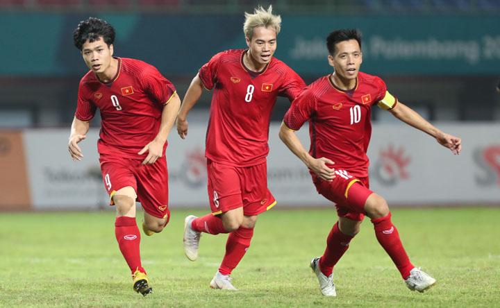Văn Quyết cho biết khát khao được cùng lứa cầu thủ trẻ tài năng của Việt Nam nâng cao chức vô địch AFF Cup 2018.