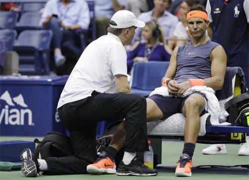 Nadal rút lui khỏi ATP Finals, dập tan những hoài nghi cho rằng anh cố tình bỏ Paris Masters để tập trung cho giải đấu cuối năm. Ảnh: AP.