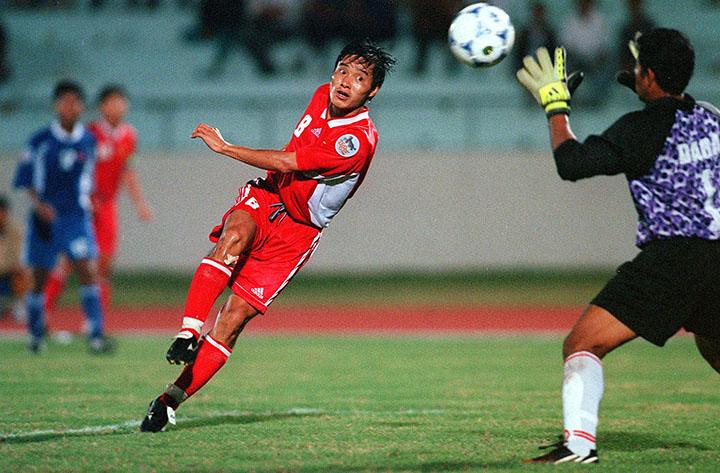 Nguyễn Hồng Sơn từng được Liên đoàn bóng đá Đông Nam Á bình chọn là một trong sáu tiền vệ hay nhất lịch sử AFF Cup.