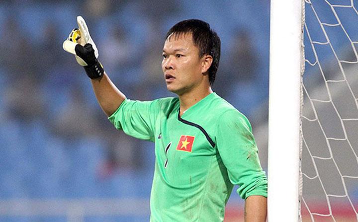 Giống đàn anh Nguyễn Hồng Sơn, thủ thành Dương Hồng Sơn cũng giành giải Cầu thủ hay nhất trong kỳ AFF Cup tham dự.
