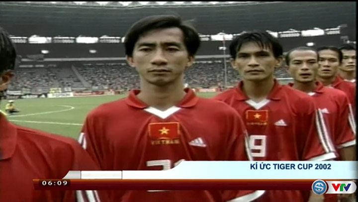 Huỳnh Hồng Sơn (số 9) trong lần góp mặt duy nhất tại Tiger Cup 2002.