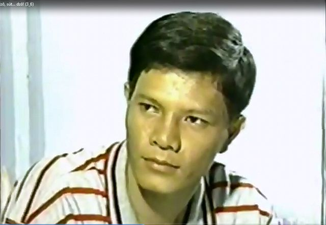 Tiền đạo lừng danh của bóng đá Việt Nam trong một bộ phim ở thập niên 1990.